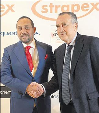 Youssef Belkaid, président de Strapex, et Fernando Roig, président du groupe espagnol Pamesa, scellent leur partenariat en marge du salon de la céramique, Cevisama, qui se tient du 1er au 5 février à Valence.