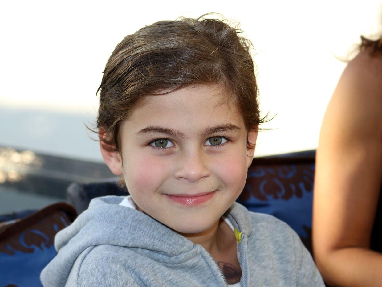 Joseph, le fils d'Elisa qui joue dans le clip le rôle de l'Ange Noir, le sage