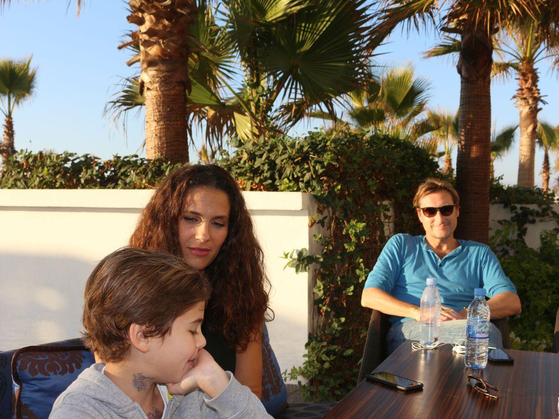 En famille, avec son époux Sébastien Saussez, le producteur, et leur fils Joseph