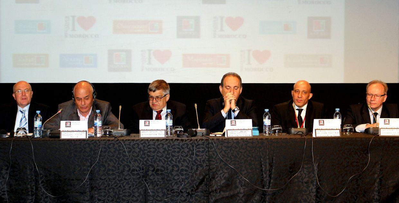 de gauche à droite : M. Mohamed Chafik Mahfoud Filali Président délégué du CRT, M. Guy Marrache,  Président du CRT, M. , Ambassandeur de Russie, M. Zouiten, Président de l'ONMT, M. Fédération de Russie