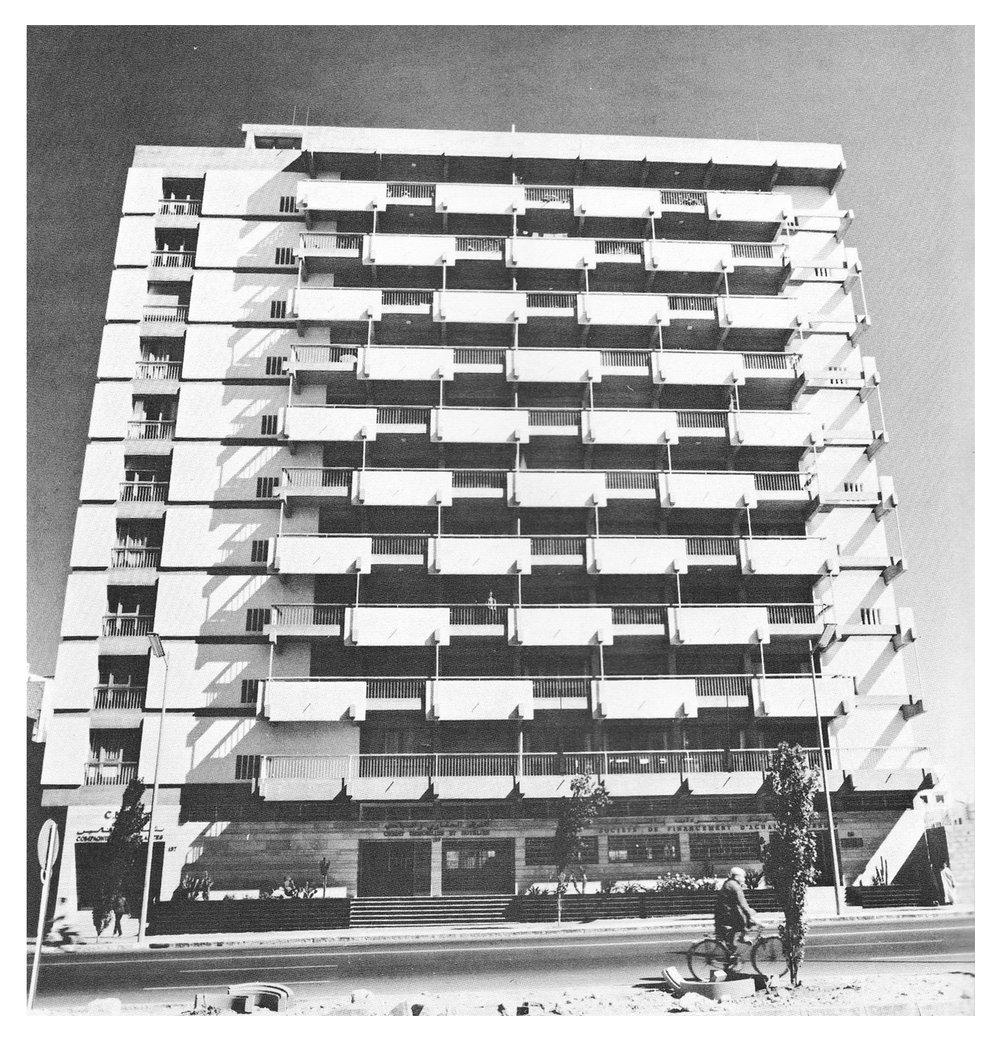 L'immeuble bureaux d'Elie Azagury à Casablanca / Ph. Extrait du livre New Directions in African architecture - Udo Kultermann 1969